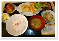 栄養バランスの良い美味しい食事を心を込めて提供します。